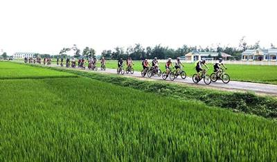 Biking Hue countryside