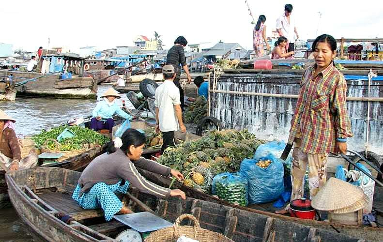 floating market - holidays to Vietnam